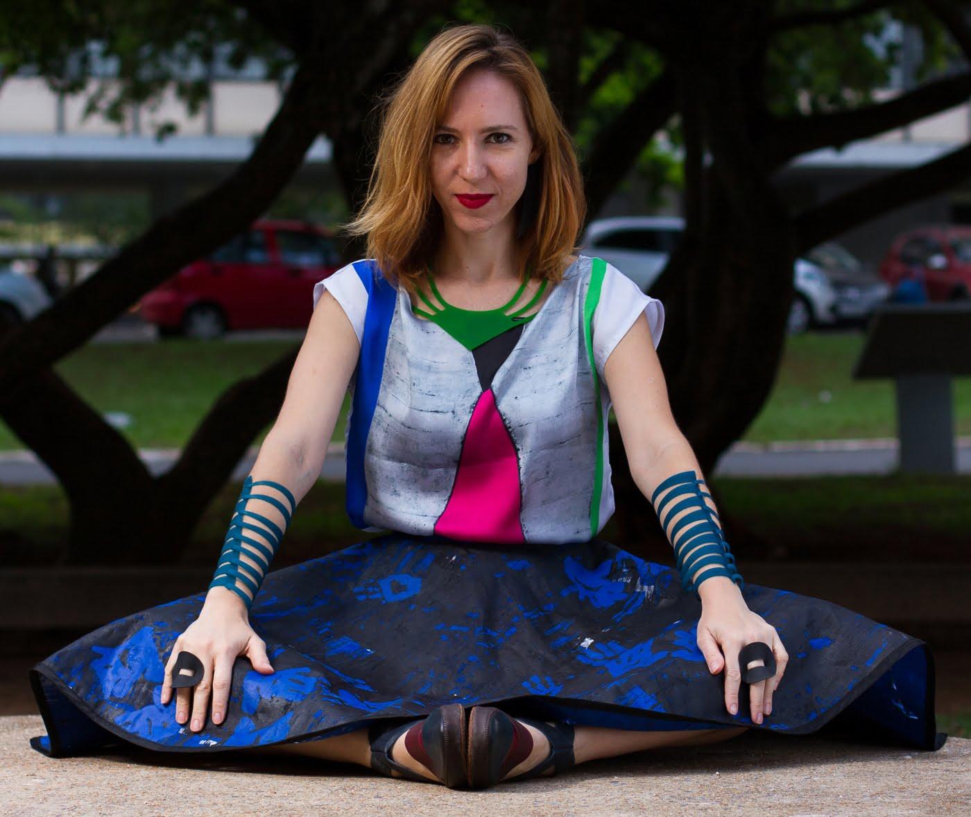 """Flavia Amadeu é pioneira no uso de uma borracha amazônica sustentável, que ela transforma em joias """"vestíveis"""". (foto: André Carvalho)"""