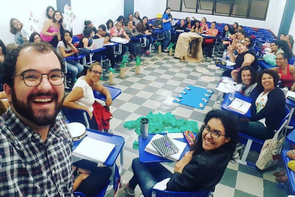 Educação se faz em círculo. Caio em um workshop da Caindo no Brasil, na escola UniÍtalo, em abril deste ano.