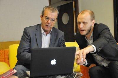 Rodolfo Fiori (à dir.), da Muove, com o prefeito de Araçatuba, Dilagor Borges, um dos clientes da consultoria.