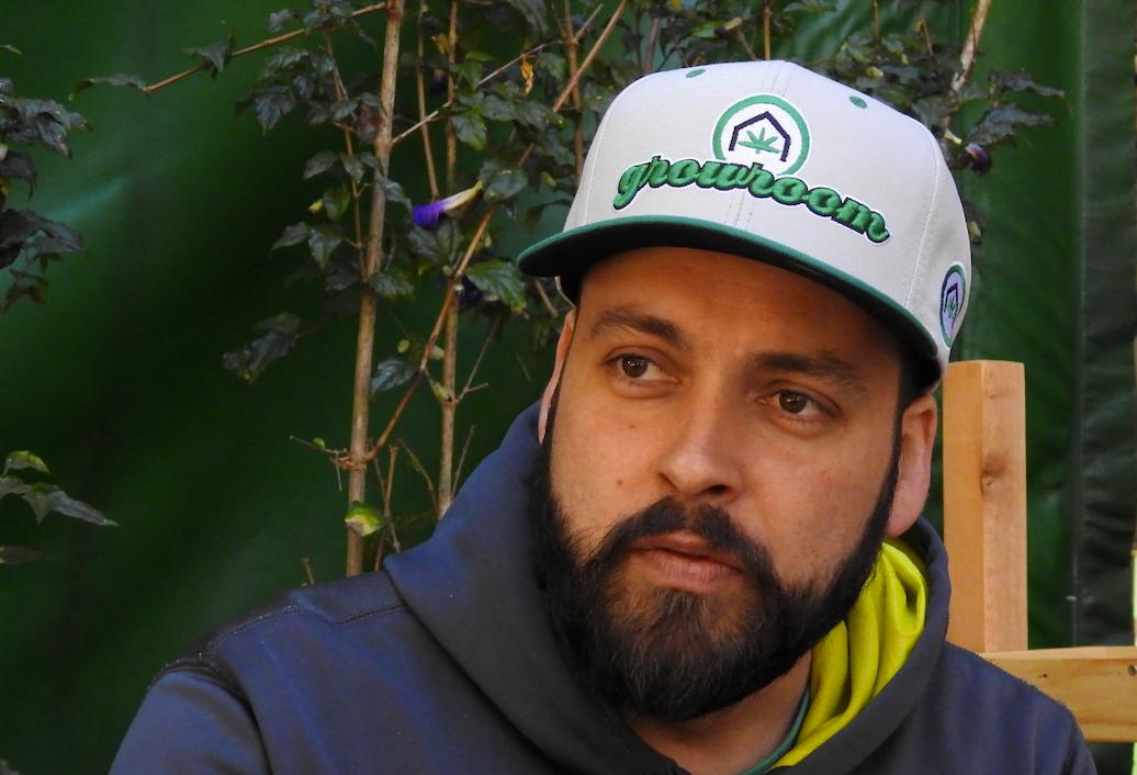 """Fernando Santiago, empreendedor do ramo de coworkings, tornou-se um especialista em mercado canábico e não tem vergonha disso: """"É preciso sair do armário"""". (foto: Luís Tajes)"""