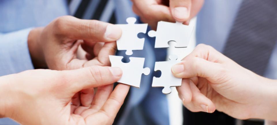 BPO é a terceirização de processos além dos normalmente delegados, como limpeza e segurança. Nunca, porém, a atividade principal da empresa. Entenda o conceito e veja se faz sentido para o seu negócio.