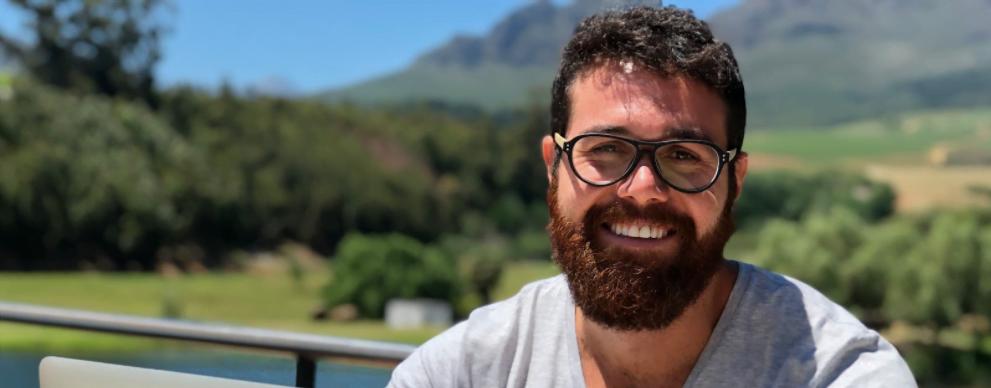 Ian Borges tem 30 anos e narra sua transição do mundo corporativo para o nomadismo digital. Fala da pressão que é mudar de vida e de como foi a adaptação da namorada e da família à nova rotina.