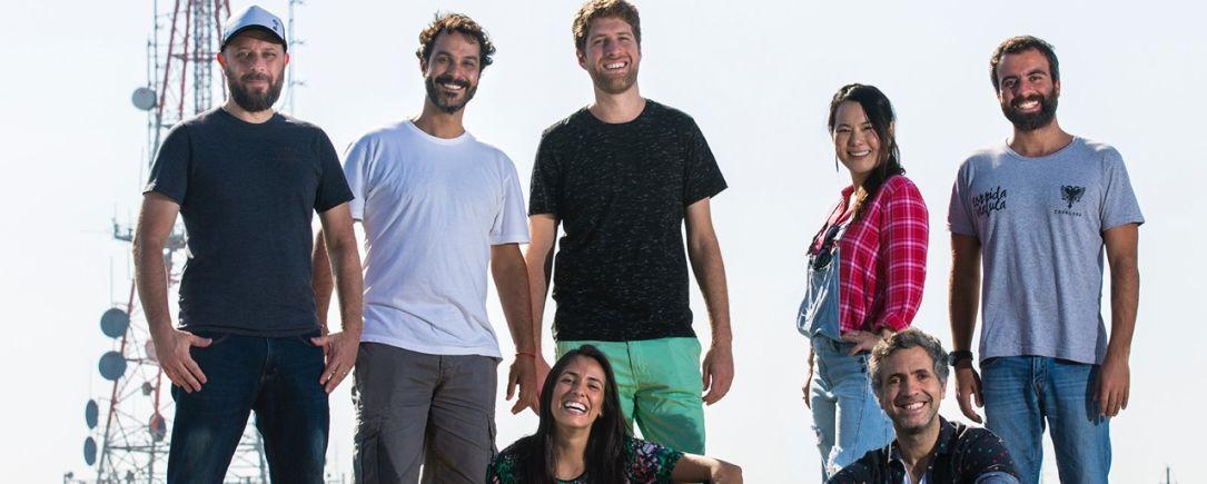 A equipe da Pipoca. Em pé: Zé (Rogério Ferreira), Guilherme Pereira, Felipe Menasche, Catherine Nakiri, Marcos Credie. Sentados: Karina Valenzuela e Rogério Oliveira.
