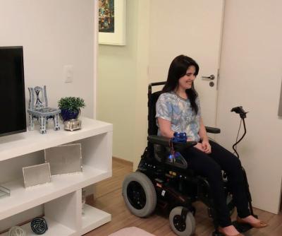 O kit Whellie, da Hoo-Box, para cadeirantes tetraplégicos detecta expressões faciais e as transforma em comandos de mobilidade.