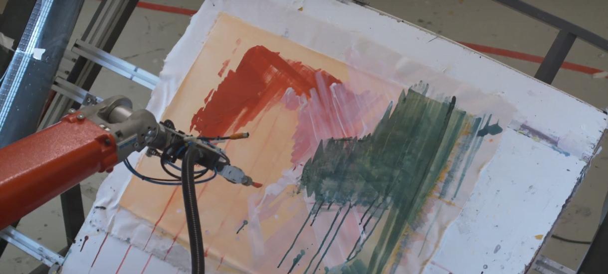 """O robô e-David é um exemplo de Creative Machine em ação. Além de """"pintar"""", ele tem uma câmera que registra e analisa o que está pintando."""