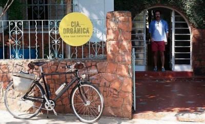 A frente do imóvel da Casa Samambaia: simplicidade é um conceito que elas preservaram em toda a jornada.
