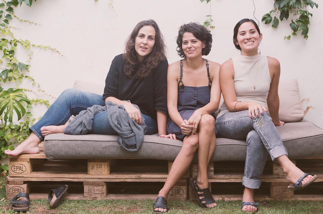 Ciça, Paula e Ana Rosa, no quintal da Casa Samambaia, um negócio que trouxe muito mais alegria do que lucro, embora não tenha dado prejuízo (foto: Marcos Vilas Boas).