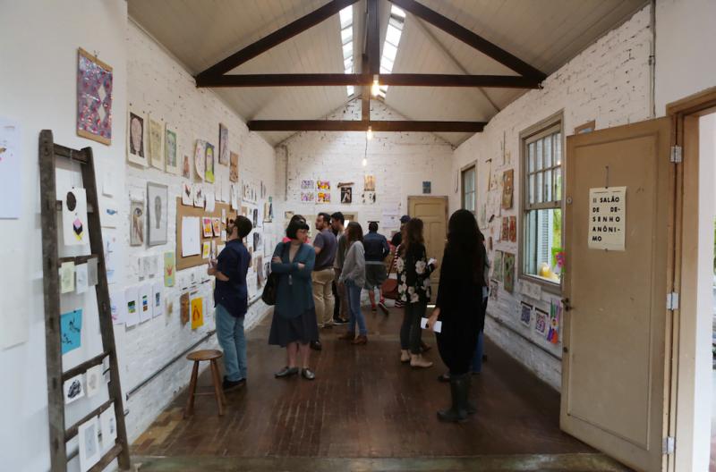 """O """"Salão de Desenho Anônimo"""" foi um dos formatos de eventos criados na Casa Samambaia."""