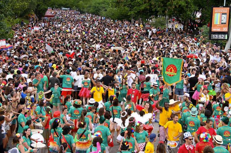 O desfile do carioca Bangalafumenga em São Paulo ajudou a mudar o patamar da folia paulistana.