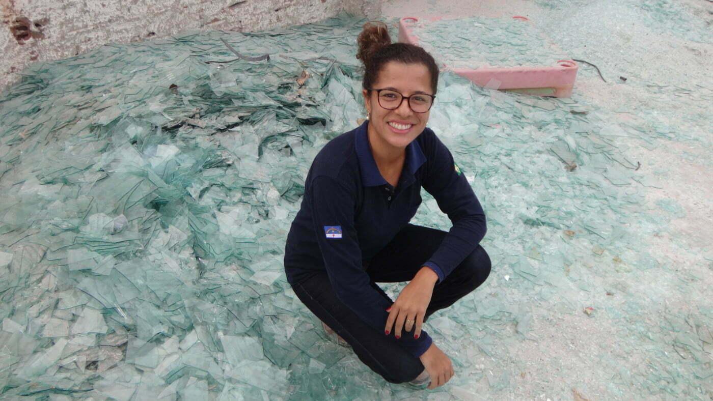 Juliana Maia criou a Nova Brasil Ambiental e está movimentando a cadeia da reciclagem de vidro laminado em Pernambuco.