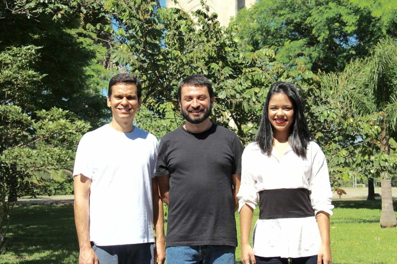 Os engenheiros Leonardo Carneiro e Marcelino Badin, com a comunicadora Elisângela Brito, contam como funciona o negócio —que é baseado em confiança e colaboração.