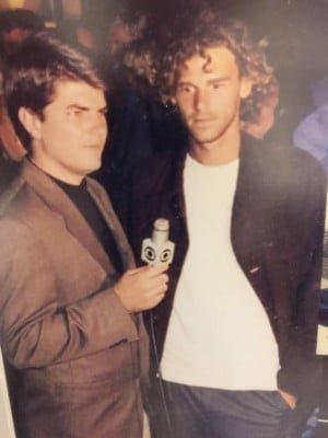 João Pedro (entrevistando Guga Kuerten) primeiro abriu mão de ser repórter de vídeo para ser executivo. Depois, largou a Globo para empreender com youtubers na Take4.