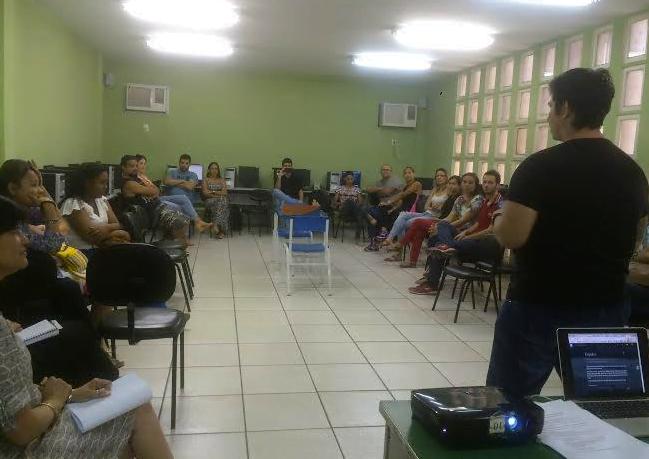 Workshop de apresentação da plataforma DreamShaper em uma escola pública.