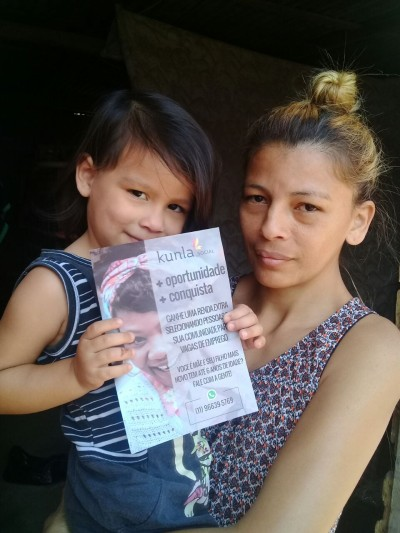 Os panfletos da Kunla ajudam as mães a conhecerem o negócio.