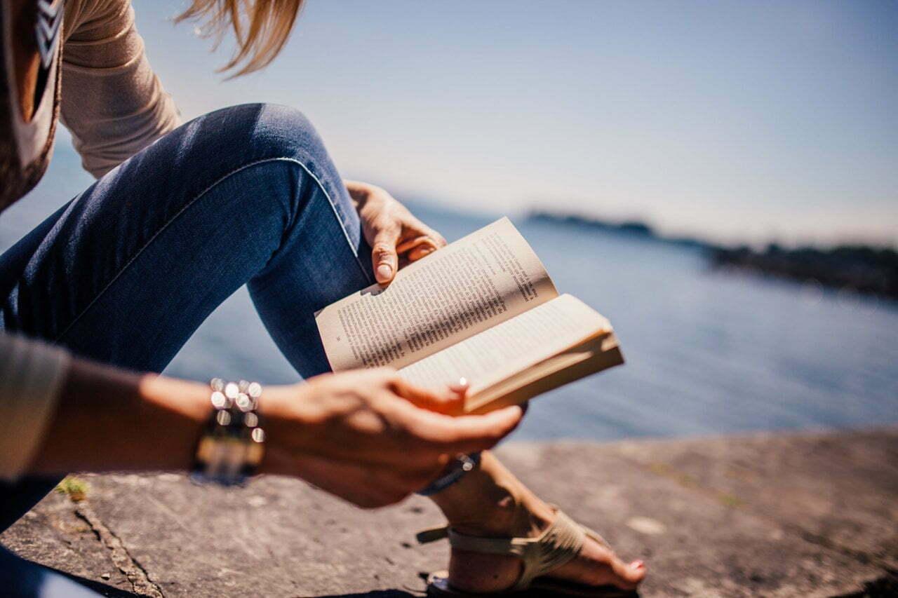 Missão férias: reserve um tempo para se atualizar sobre os novos livros de negócios e voltar mais inspirado em 2018 (Imagem: Pexels/reprodução).