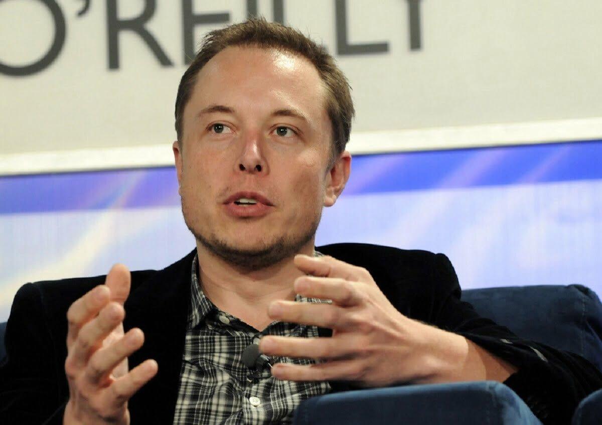 Elon Musk optou por ficar de mãos vazias (Imagem: JD Lasica-Flickr/Reprodução).