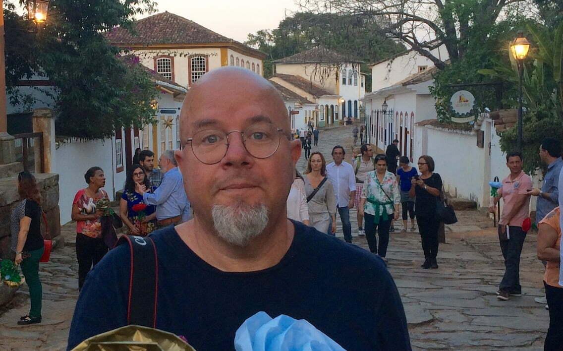 """Ricardo Freire em Tiradentes (MG), em uma das raras fotos de si mesmo: """"Vou entrar pro Guinness como o único blogueiro do mundo que não tira selfie""""."""