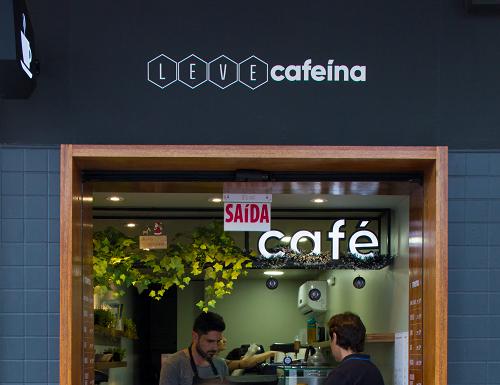 Gustavo montou o Leve Cafeína no pequeno espaço cedido pelo pai.