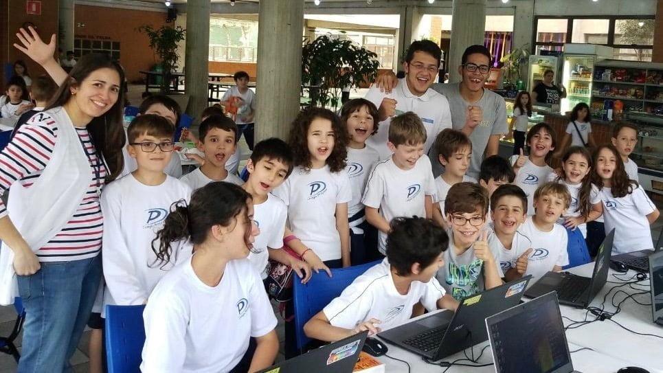 Além de levar aulas de programação para escolas, a Futura Code também forma professores para o ensino público.