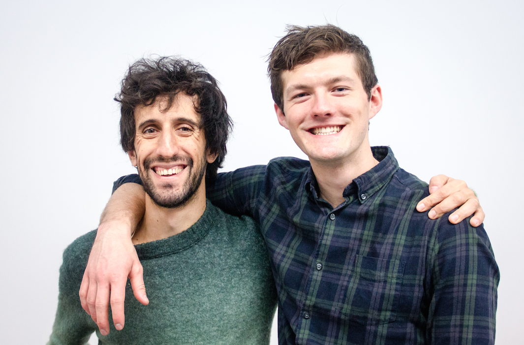 Filipe Moura, brasileiro, e o sócio Josh Graham, empreendem juntos na Inglaterra.