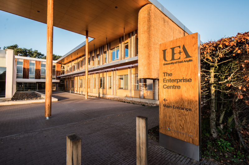 A Ehab nasceu e foi incubada no centro de empreendedorismo da Universidade de East Anglia, na Inglaterra.