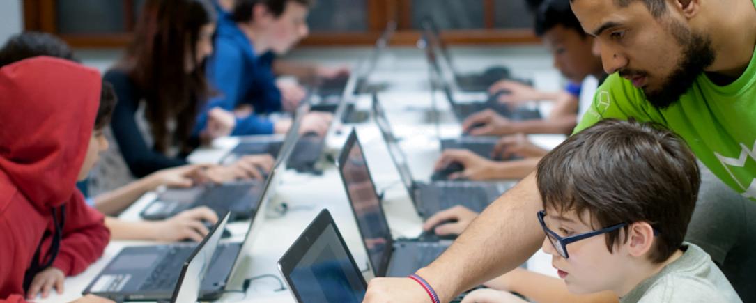 O nicho das escolas de programação vive boom semelhante ao das escolas de inglês nos anos 1990.