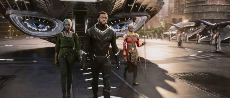 Tecnologia e protagonismo negro: Lupita Nyong'o, Chadwick Boseman e Danai Gurira no blockbuster Pantera Negra (Imagem: Marvel/Reprodução).