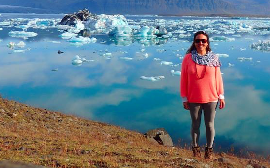 Claudia Niemeyer no lago glacial Jökulsárlón, na Escandinávia, onde a Fjord nasceu.