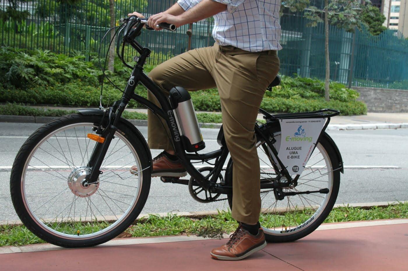 """As bikes da startup possuem dois modelos, um mais """"agressivo"""" e outro que permite ao público feminino usar saias para pedalar."""