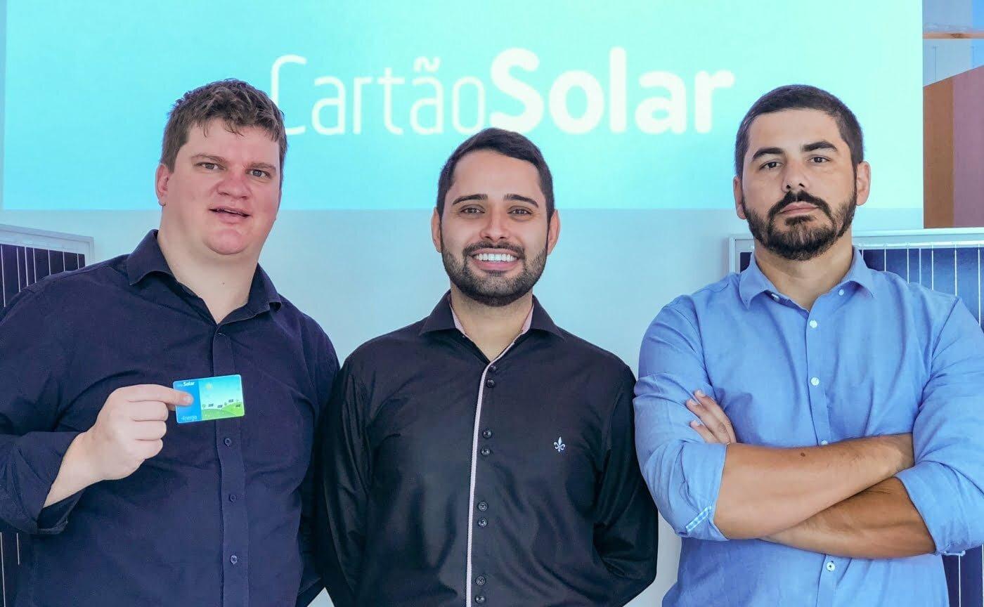 Alex, Silmar e Marco, os sócios da Cartão Solar, que surgiu em 2016 como a primeira startup brasileira a vender créditos de energia solar que se revertem em desconto na conta de luz.