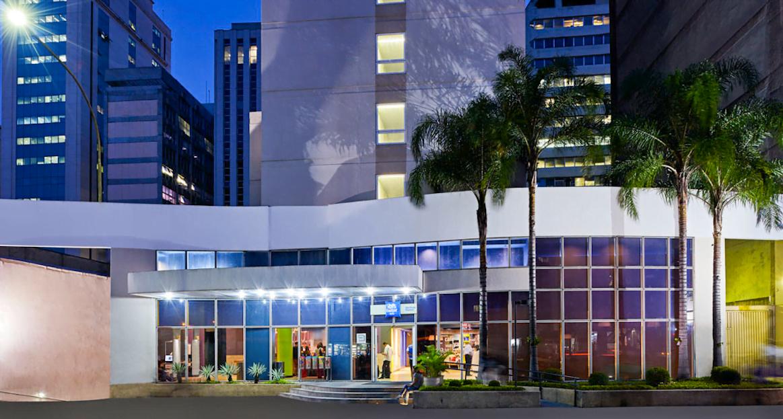 Dentro do Ibis Budget, na região da Avenida Paulista, funciona o Trampolim, um café para acolher empreendedores sem escritório nem verba pra coworking.