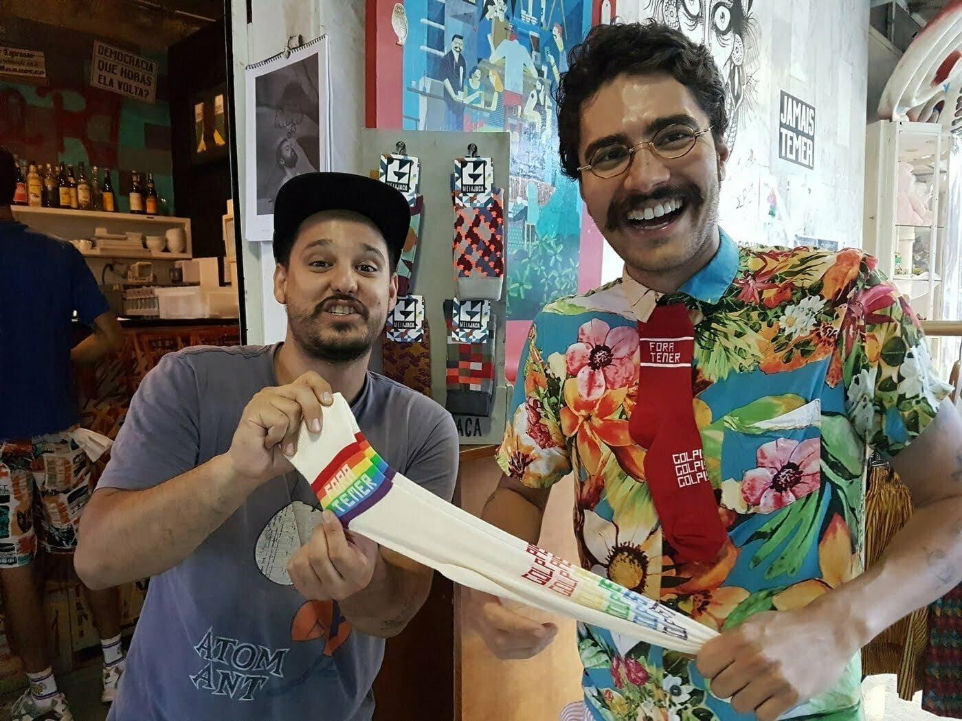 Marcelo Ribeiro e Lucas Hamu: das meias estampadas à coleção Fora Temer, que alavancou a Meia Jaca (Foto: Luís Tajes).