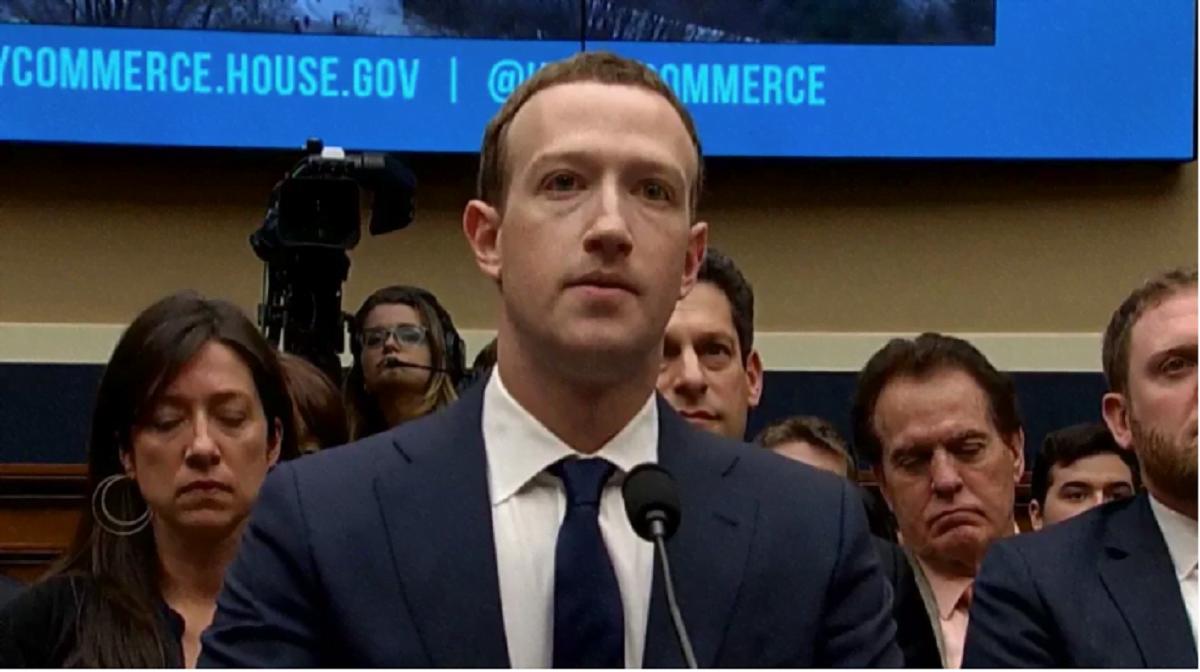 Depois de dois dias de sabatina, Mark Zuckerberg ainda saiu no lucro, com a empresa 24 milhões de dólares mais rica (Imagem: PBS NewsHour/Reprodução).