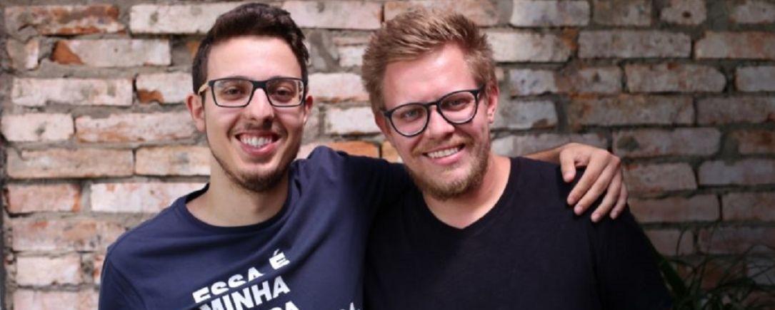 Guilherme e Eduardo, primos e sócios na Dobra, dizem que as carteiras são só ferramentas para outros propósitos, como uma produção justa e colaborativa.