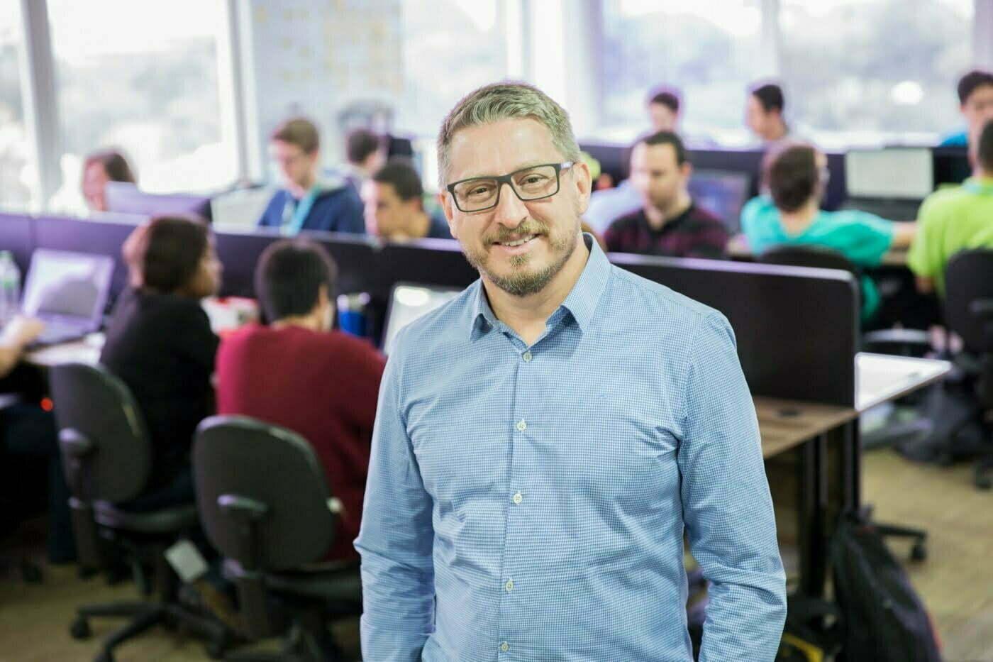 Investidor de startups, Alexandro Barsi fala das roubadas em que já se meteu e compartilha o que aprendeu sobre intuição, razão e emoção na hora de escolher sócios e fechar contratos.