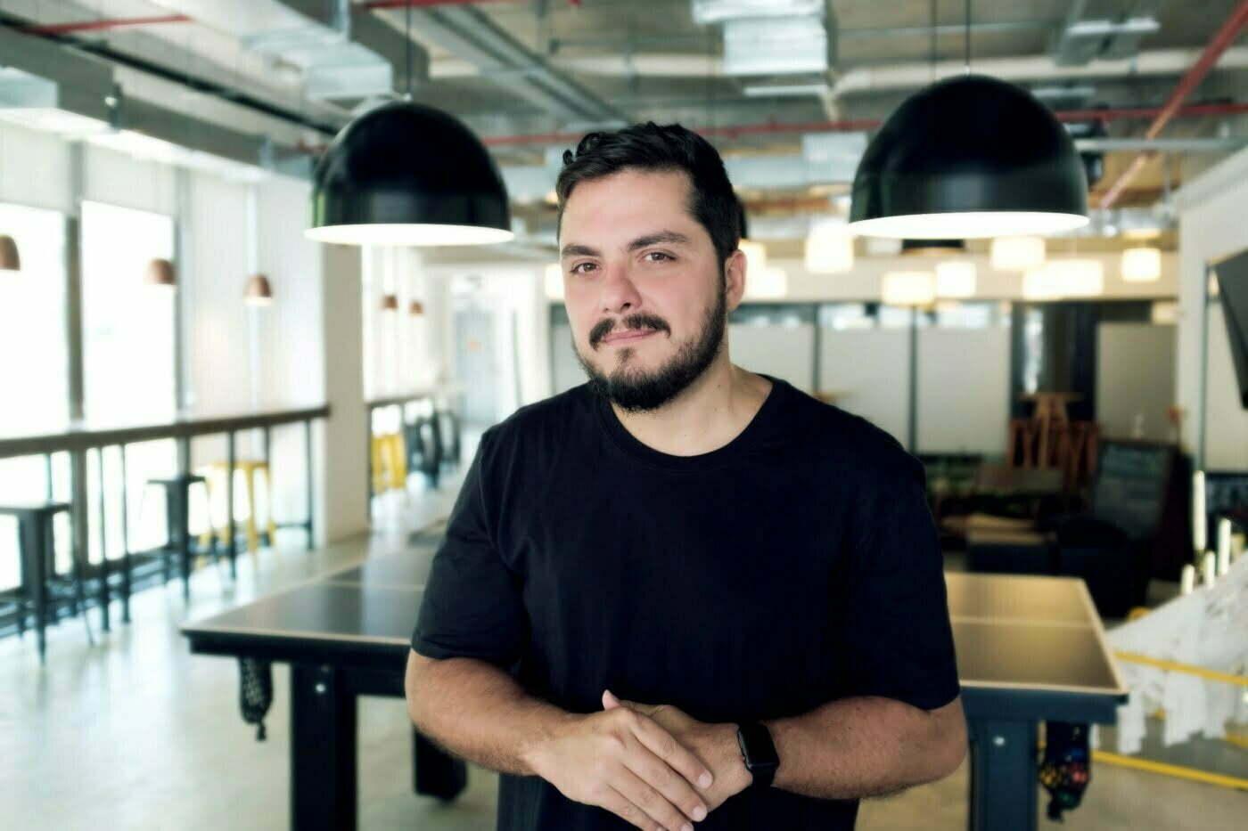 Em seu novo livro Truthtelling, o publicitário Raul Santahelena defende que uma marca só conseguirá se conectar com seu público se desenvolver uma mensagem relevante, franca e autêntica.