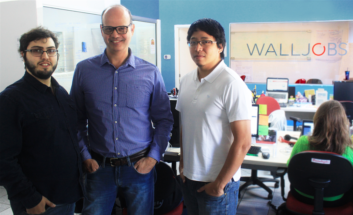 Henrique Calandra, fundador da WallJobs, ao lado do CEO Alexandre Sande e do terceiro sócio, o CFO William Kina.