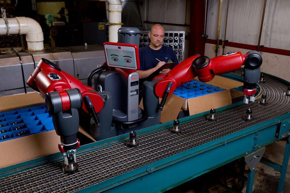"""Acima, o Baxter, modelo criado pela Rethink Robotics e o mais associado aos Cobots: vermelho e azul, com braços longos e até """"rosto""""."""