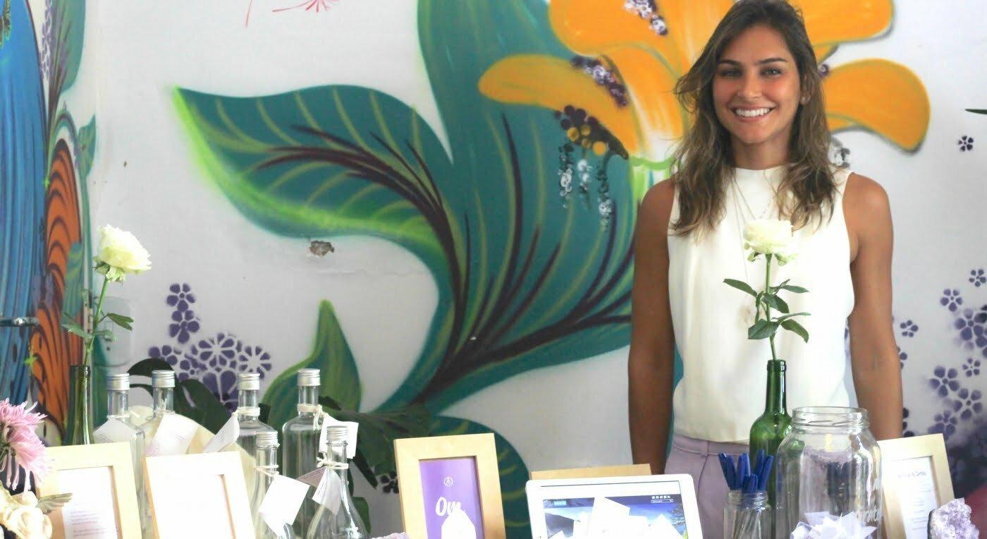 Mariana Rocha, CEO da Quero Harmonia. Ou na versão da assinatura eletrônica dela: CEO – ConstantlyEmpoweringOthers (Constantemente Empoderando Outros).