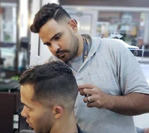 No StopClub, os motoristas podem aproveitar o tempo, inclusive, para dar um tapa no visual. Fazer a barba por lá sai a partir de 15 reais.
