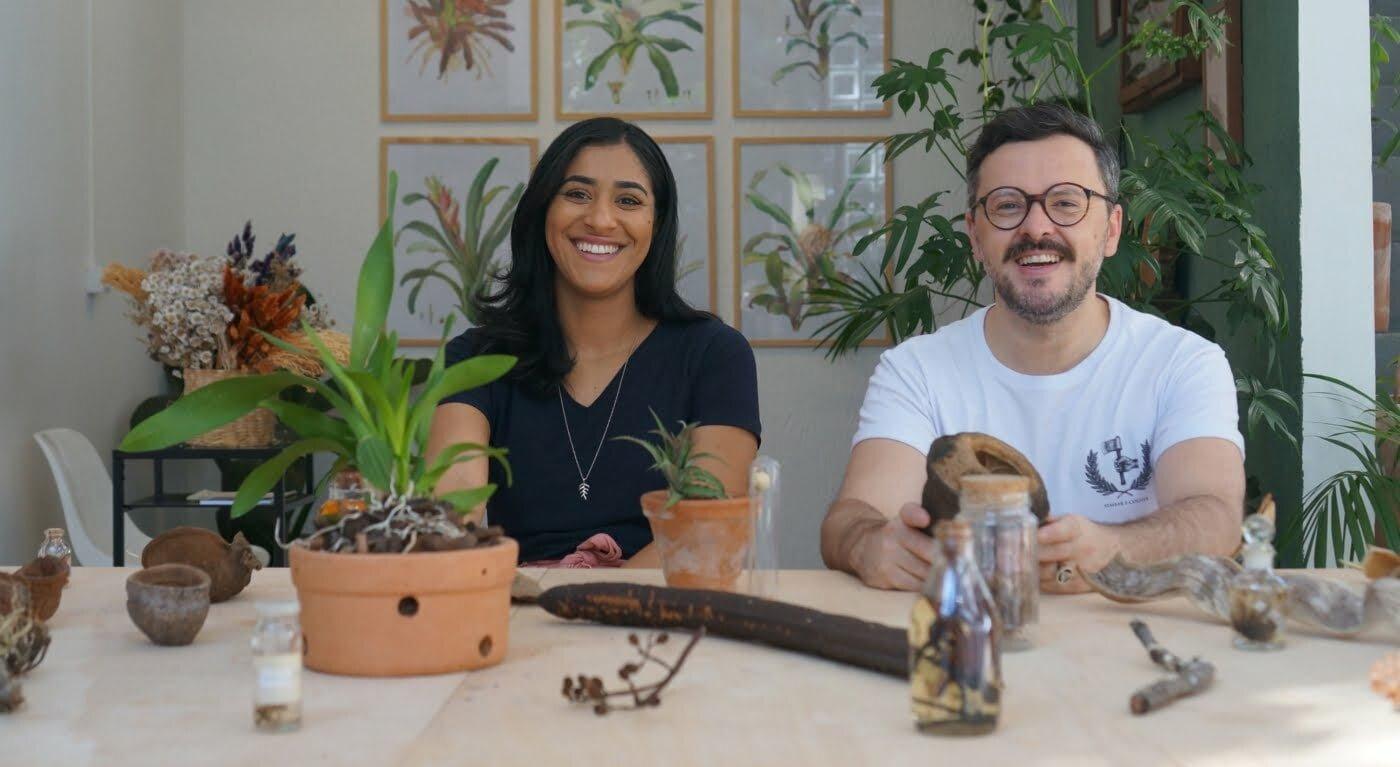 Os biólogos Gisele de Oliveira e Anderson Santos se juntaram para criar um espaço com oficinas e workshops de identificação de plantas, poda, extração de pigmentos naturais etc (foto: Julia Rettmann).