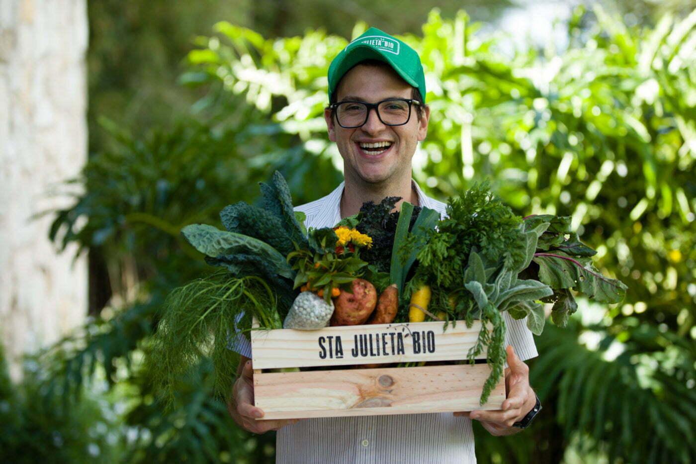 Rafael Coimbra fala como largou uma agência de publicidade para produzir cestas de alimentos livres de agrotóxicos em um sistema colaborativo e com compradores conscientes do propósito do negócio.