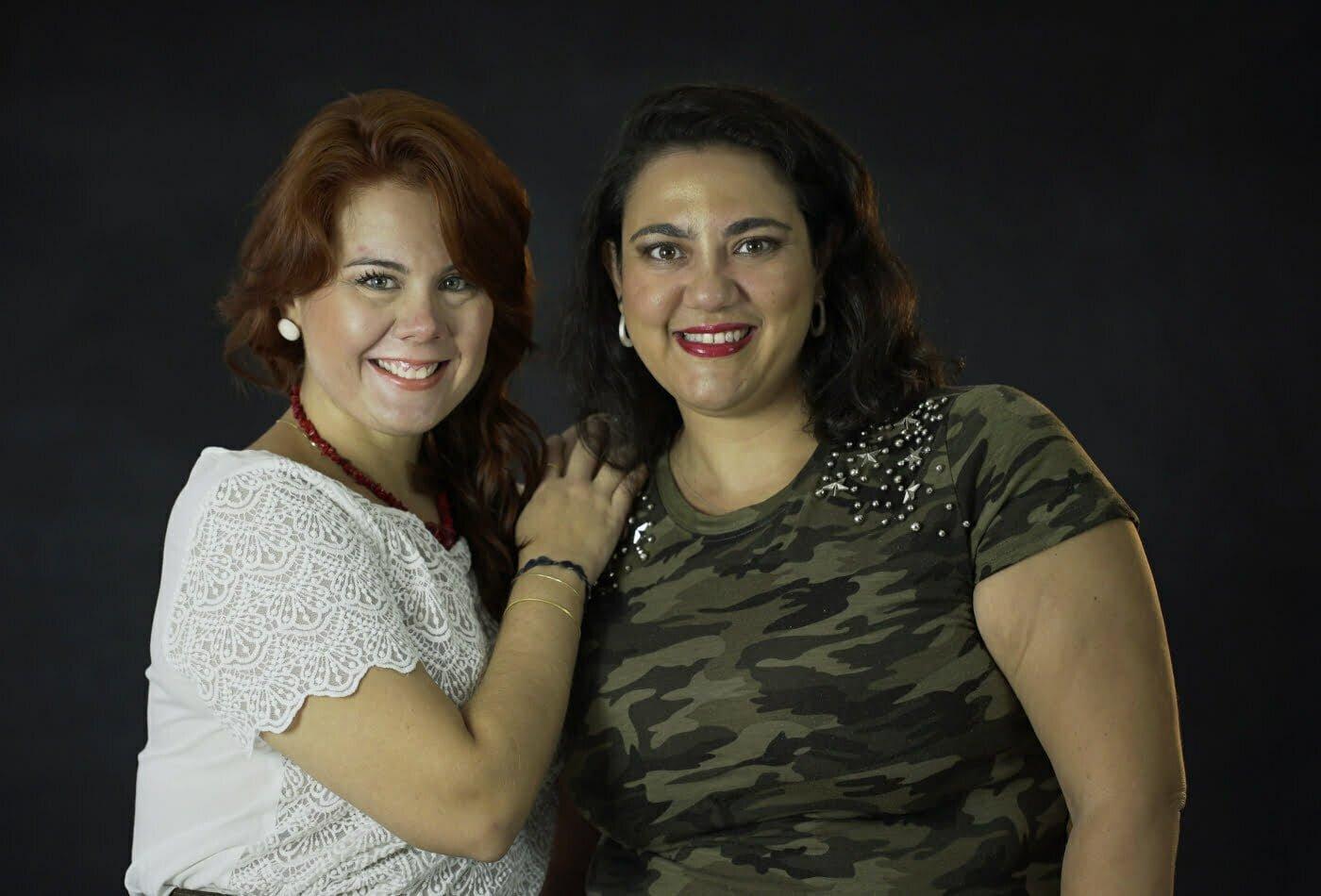 Ludmilla Rossi e Flávia Saad, fundadoras do blog que deu vazão ao projeto colaborativo e social (e que dá lucro!) do Juicybazar, na cidade de Santos.