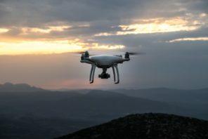 Na Sociedade 5.0, a tecnologia deve melhorar a qualidade de vida. Drones, por exemplo, podem ajudar a logística da entrega de mercadorias (inclusive em locais ermos e montanhosos).
