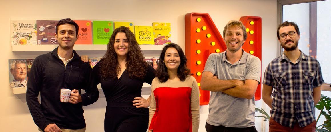Da esq. para dir. Artur, Roberta, Claudia, Rodrigo e Dilson, os sócios da MOL, querem mudar o mundo com livros e revistas.