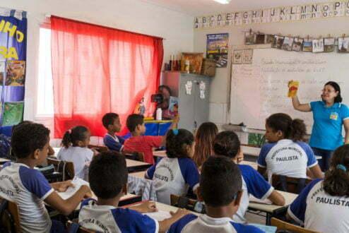 Alunos de escola municipal de Paulista (PE)