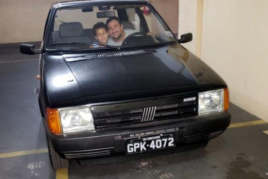 Daniel com seu Fiat Uno