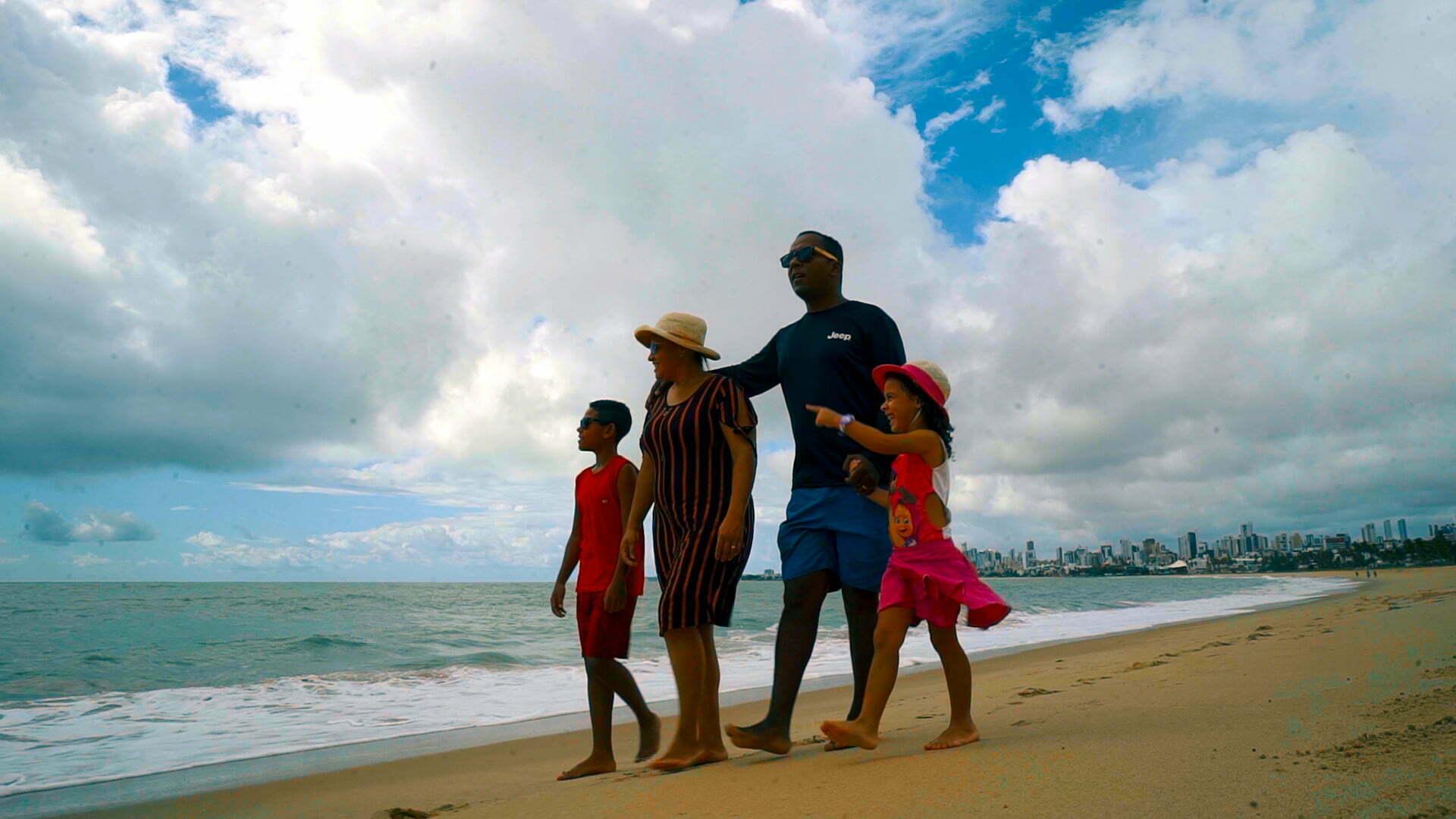Aurenilson Pardim na praia com a família
