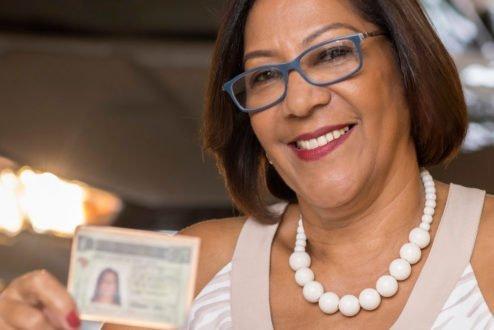 Helena Cristina dos Santos Bastos com CNH
