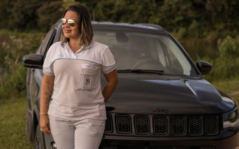 Mariana Magalhães Ribeiro com o Jeep Compass